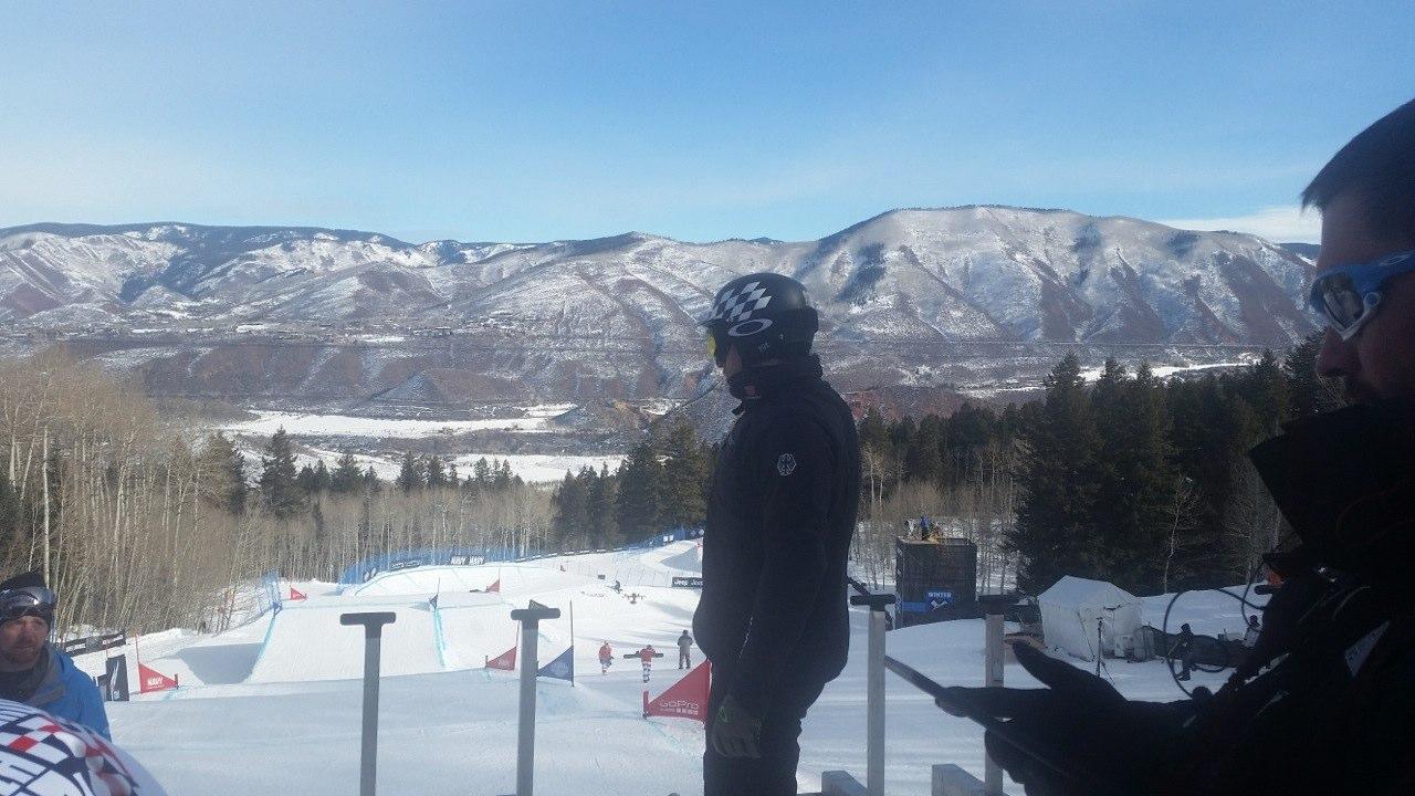 Kontanstin Schad beim Snowboarden.